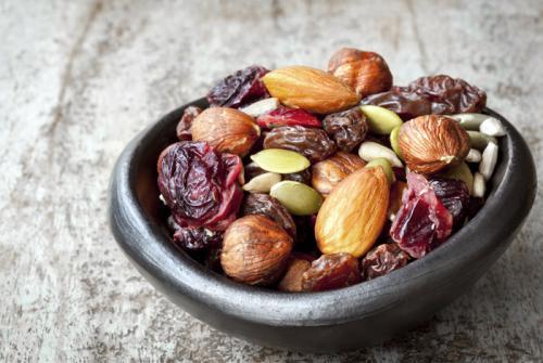 Что лучше есть на перекус. 2. Микст орехов, семечек и сухофруктов