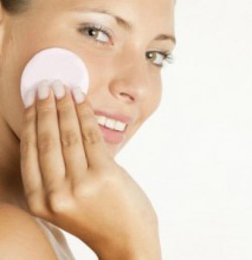 Как в домашних условиях снять макияж. Снятие макияжа при помощи народных средств