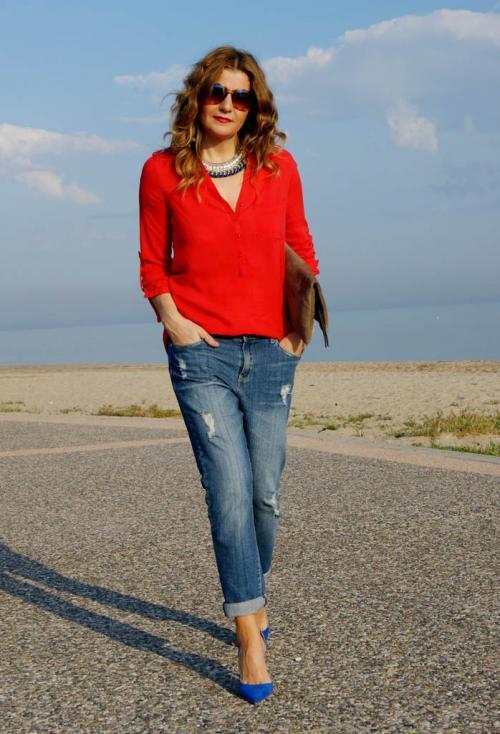 С чем носить джинсы женщинам посл.  С чем носить бойфренды женщине 40 лет?