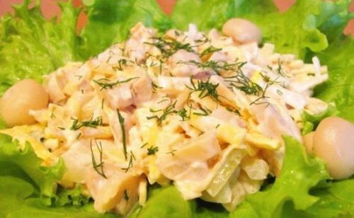 Салат из омлета с грибами и курицей. Салат с омлетом и шампиньонами