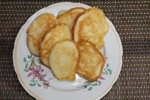 Яблочные оладьи с манкой. Яблочные оладьи на манке и кефире