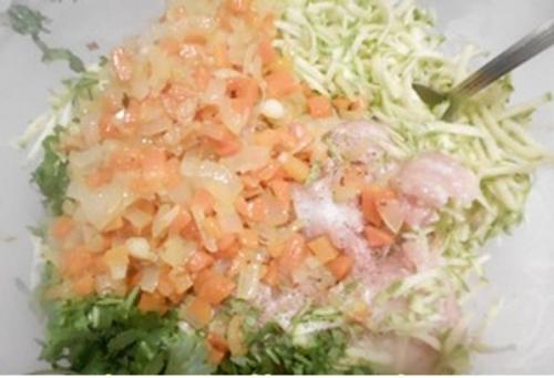 Куриные маффины с овощами и сыром. Способ приготовления: