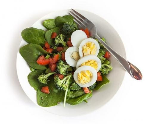 5 полезных рецепта белковых салатов.