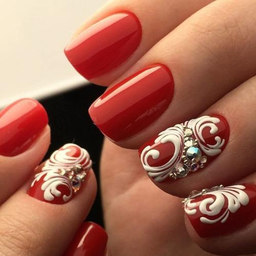 Цвет лака для ногтей для 50 летней женщины. Подходящая цветовая палитра