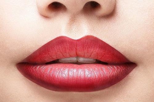Как правильно наносить помаду на губы. Красим губы правильно помадой