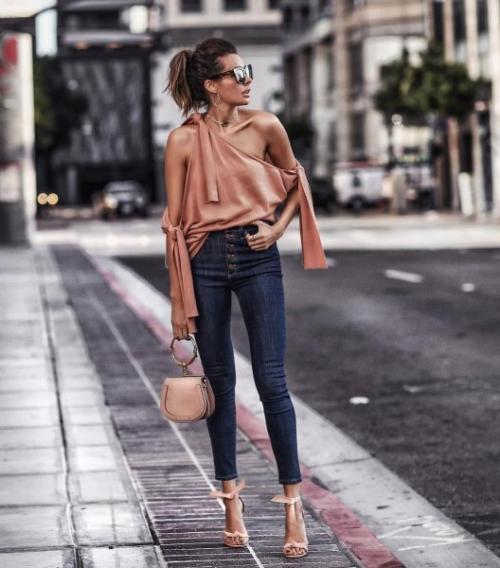 С чем одеть джинсы в ресторан. 15 готовых идей, как надеть джинсы на вечеринку и выглядеть сногсшибательно