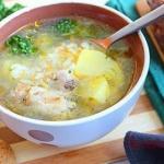 Куриный суп с рисом и сыром.