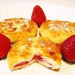 Банановые сырники с клубникой: правильный завтрак!