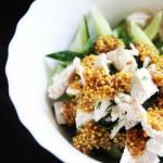 Салат из курицы и огурцов с горчичной заправкой.