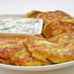 Оладьи из кабачков с сыром и чесноком.