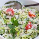 Салат с тунцом и овощами: можно даже на ночь?