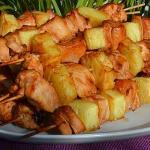 Шашлык в духовке из курицы и ананаса.