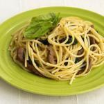 Спагетти с говядиной и шпинатом.