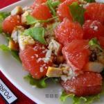 Диетический салат с грейпфрутом и курицей.