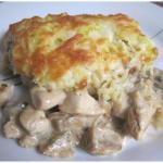 Курица с грибами, запечённая под картофельной шубой.