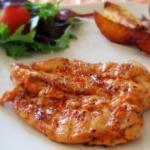 Запеченные куриные грудки со сливочным соусом.
