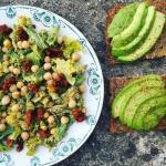 5 идей салатов для легкого ужина.