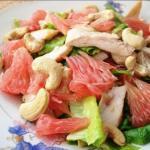 Салат из куриной грудки и грейпфрута.