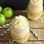 Мы предлагаем рецепт яблочного коктейля с кефиром, который с удовольствием выпьет каждый член вашей семьи на ночь.